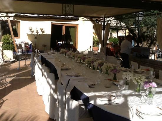 Relais Il Postiglione-Antica Posta dei Chigi: tuinrestaurant