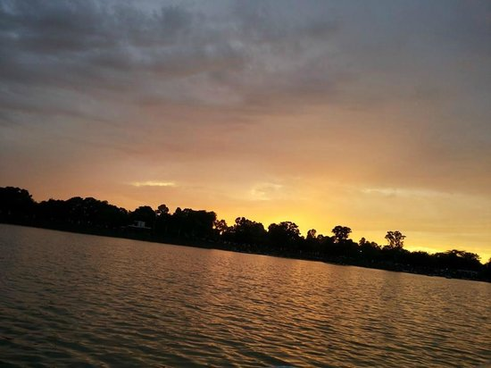 Chandigarh, India: Picturesque View of Sukhna Lake