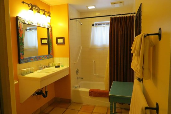 Four Kachinas Inn: San Miguel Bathroom (Better Photo)