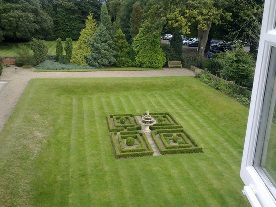 Parsonage Hotel & Spa: The sunken garden