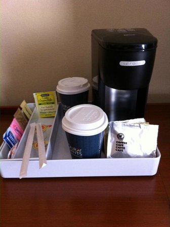 Four Points by Sheraton Los Angeles International Airport: coffee maker