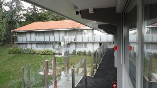 Kyriad Lyon Sud - Sainte Foy: Alle kamers zijn bereikbaar via een buitengalerij