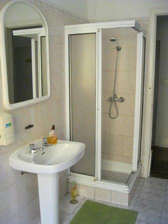 Residencial Valentina: Salle de bain commune