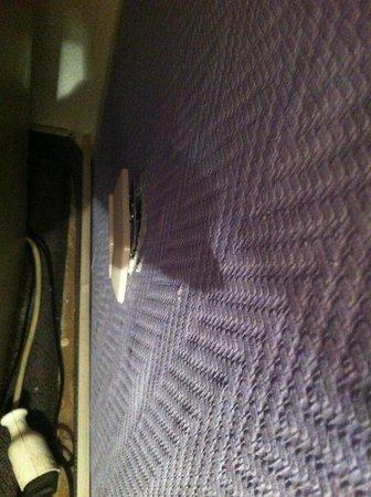 SKADA-City Colln Hotel : Schlechter Zustand der Zimmer