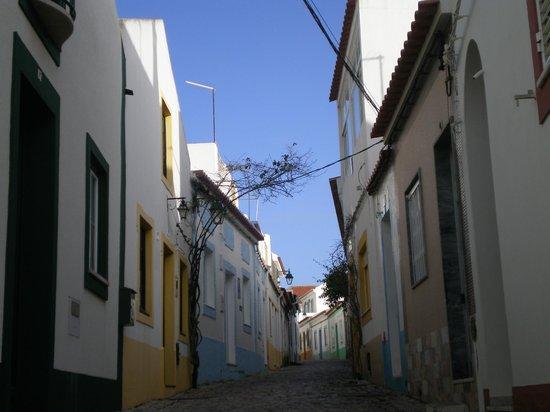 Vila Castelo Tradicional: rue de Ferragudo