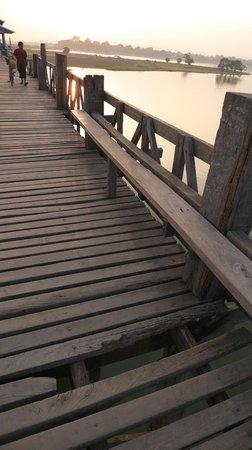 U Bein Bridge: ウー・ベイン橋
