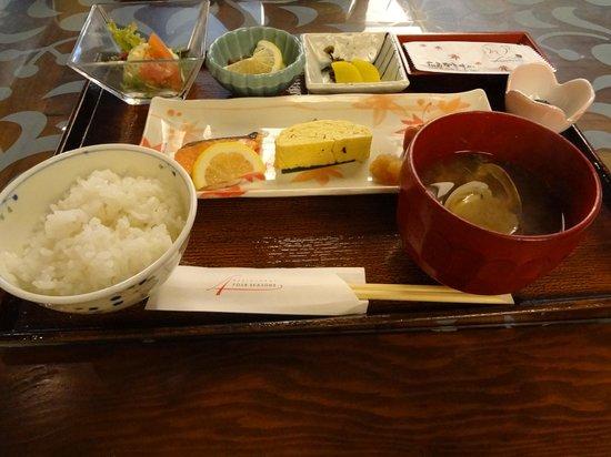 Hotel Kikunoya : 貧弱朝御飯!!