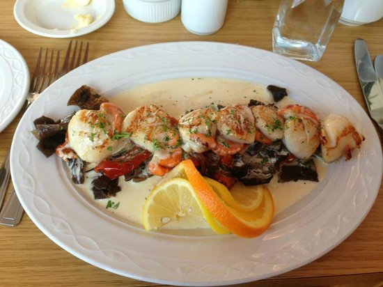 The Fishmarket Restaurant: Scallops with Wild Mushroom and Sunblush Tomatoes in Champagne Sauce... Yum