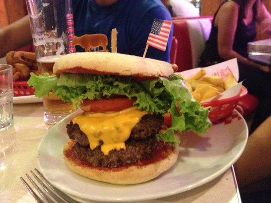 Le Woody's : Un double-cheeseburger