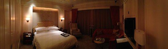 The St. Regis Singapore : The room itself