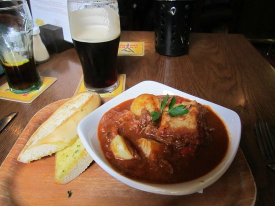 The Dog and Gun : Goulash & Old Peculiar - Heaven!!