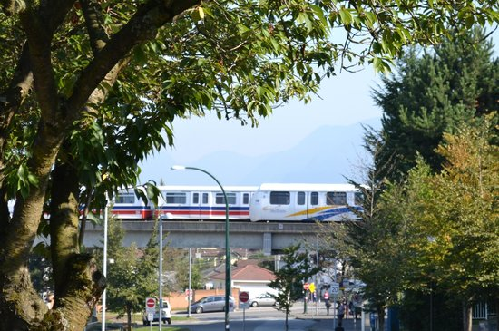 Days Inn Vancouver Metro: Skytrain to downtown