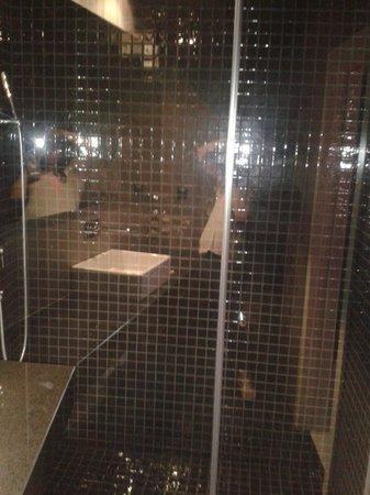 Cosy Rooms Embajador: doccia molto spaziosa