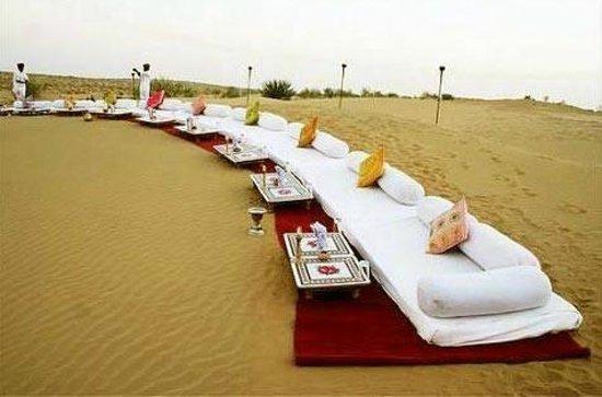 Prince Desert Camp : arrangement on dune