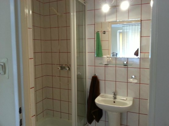 Hotel Jantar: Bathroom