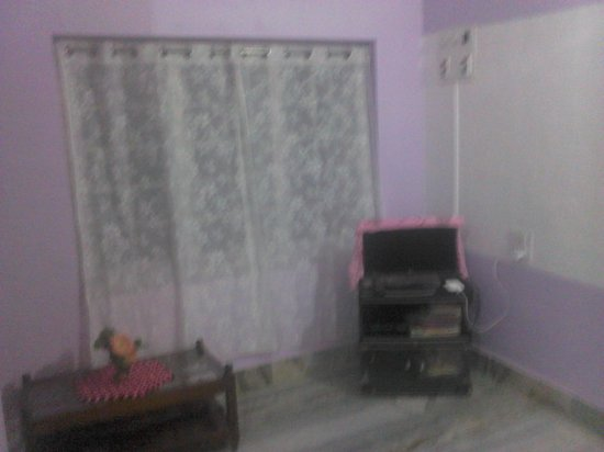 Sai Sadan Homestay: TV With Dish Connection Available