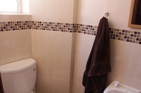 The Victoria Hotel : bathroom