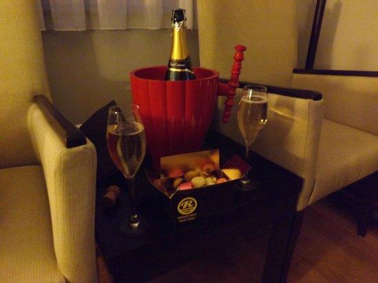 Apollo Arthotel Brugge : Finest Belgian chocolates and Champagne