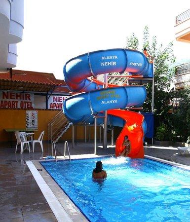 Nehir Apart Hotel: Su Kaydıraklı Havuz