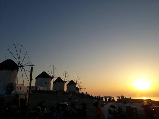 Alkyon Hotel : Famous windmills overlooking Little Venice, 10min walk from hotel