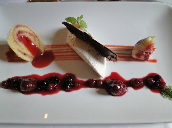 Gasthaus zur Dankbarkeit: Buttermilch-Limetten-Terrine mit Beeren