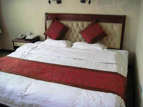 Renqiu, China: 2 x single beds, rather comfortable to sleep on