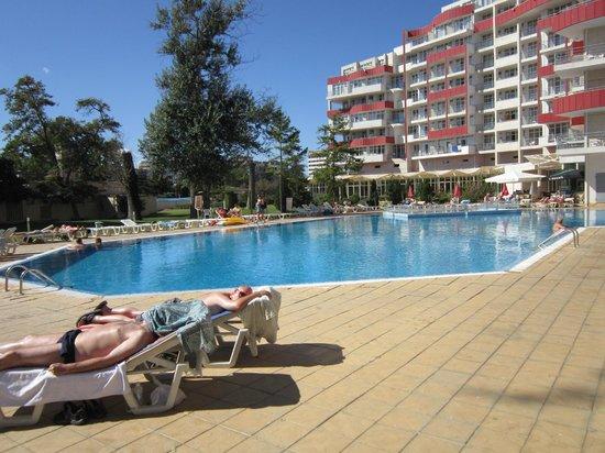 Fenix Hotel: Sunny pool area