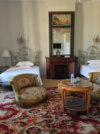 Grand Hotel Nord-Pinus: Camera sulla piazza