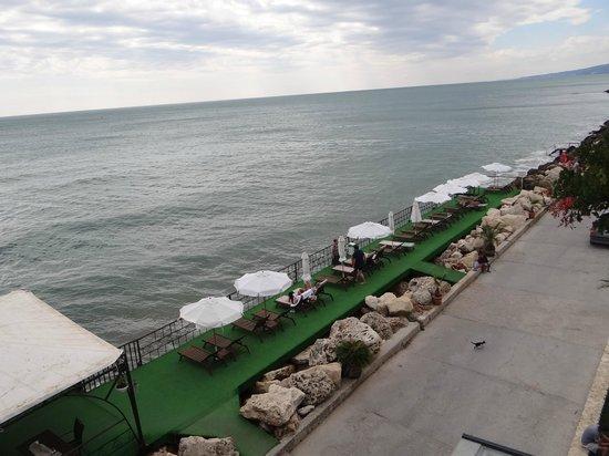 Regina Maria Spa Design Hotel: Sunbeds/ room view