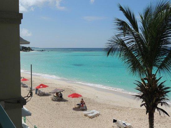 Coral Mist Beach Hotel: Vista da sacada do apto.