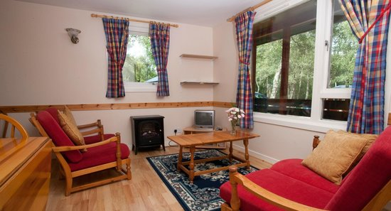 Kiltarlity Lodges: Lounge in a Birch Lodge