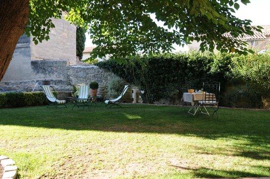 La Maison de La Bourgade : Im Garten mit kleinem Pool