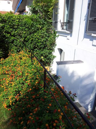 Hôtel Pruly: BALCONY VIEW FROM THE GARDEN