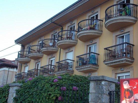 Hotel Don Pepe: Fachada con vistas al mar.