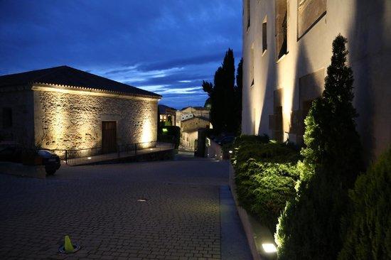 Hotel Hospes Palacio de San Esteban: Въезд на территорию отеля