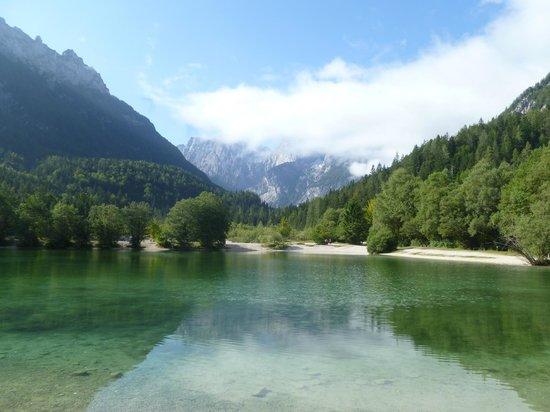Reka Hisa: Lake Jasna (Emerald River Day)