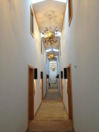 Hotel Lindenwirt: Stilvoller Flur