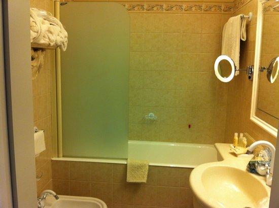 Grand Hotel Fasano: Bathroom View