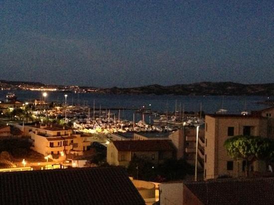 Hotel Piccada : vista dalla stanza: porto di palau in notturna