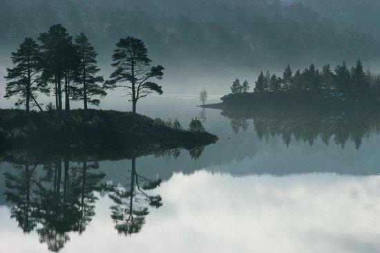 Kiltarlity Lodges: Loch Beinn a Mheadhoin in Glen Affric