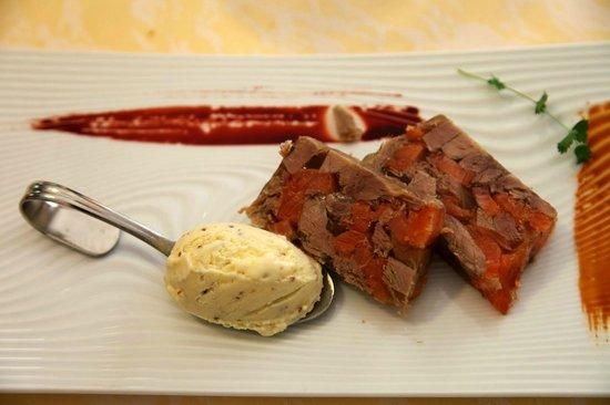 Restaurant A L'Agneau D'Or : Le pressé de veau et truite fumée de la vallée de Munster et moutarde givrée