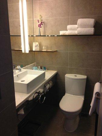 Novotel Hong Kong Nathan Road Kowloon: 浴室