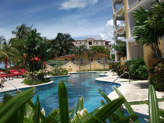 Ocean Two Resort & Residences: swimming pool