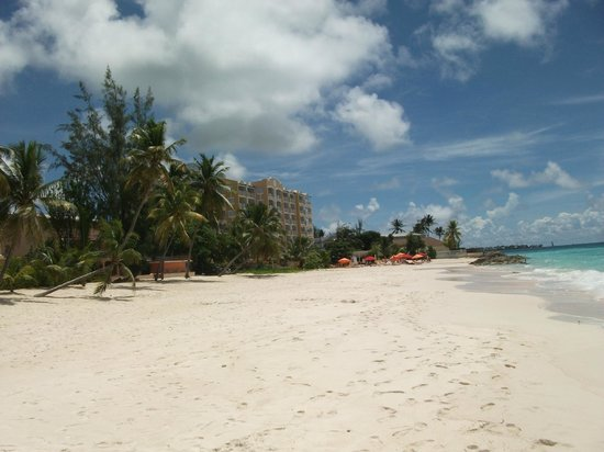 Ocean Two Resort & Residences: View of Hotel  from the beach