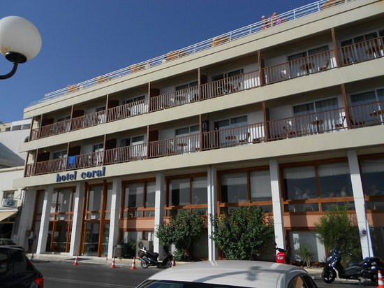 Coral Hotel: front of hotel
