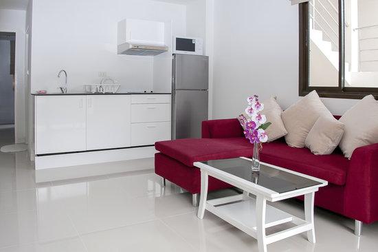 White Pearl Village : Living room