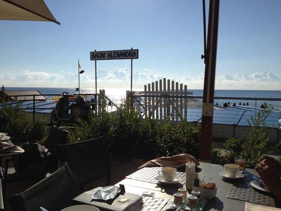 Grand Hotel Alassio: Frühstück auf der Terasse