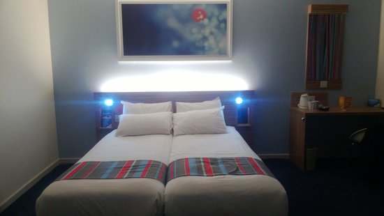 Travelodge Edinburgh Central Princes Street: Bed