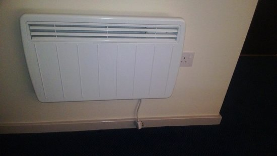 Travelodge Edinburgh Central Princes Street: Heater