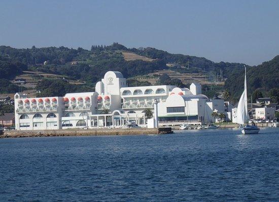 Hotel Limani: 海から見た外観